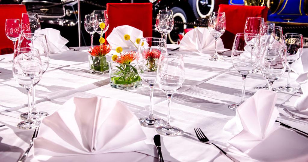 Firmen-Weihnachtsfeier Dinner Tisch mieten