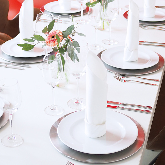 EVENTTOOL24 gedeckter Tisch_Platzteller